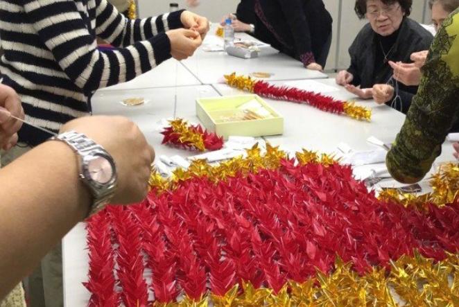 又到愚人节,日本歌迷为悼念张国荣,筹备数月制作1339只千纸鹤