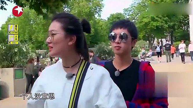为了拖住乔欣,华晨宇不得不陪她去玩高空秋千,内心真的超崩溃