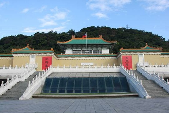 台北故宫博物院的镇馆之宝,翠玉白菜是来自慈禧墓还是清宫大内