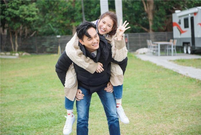 章子怡与汪峰婚姻曾遭父母反对;张嘉倪介绍买超,与王思聪是好友
