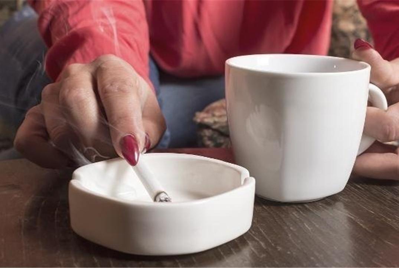 常年吸烟的人,肺部出现病变,手指可能有这2个异常,别忽视