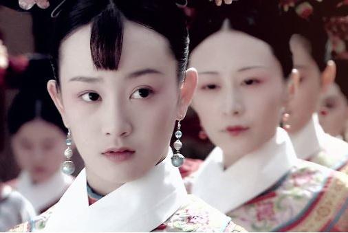 两姐妹同时被选入皇宫,一个因貌美,一个因貌丑,然结局让人惊讶