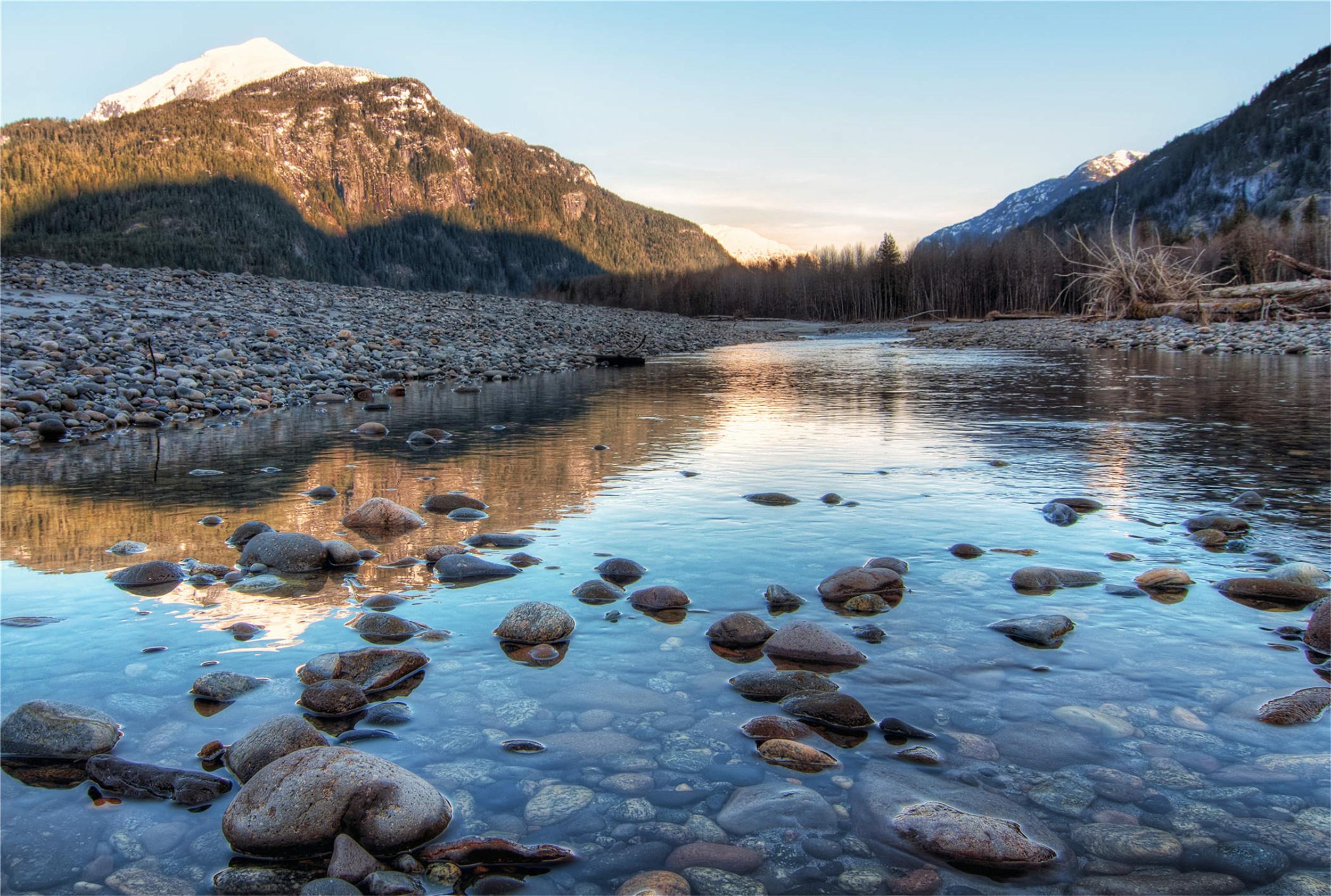 今日介绍六张山川风景图:蓝天白云,看大自然的鬼斧神工