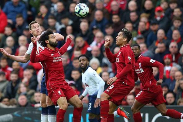 英超积分榜:利物浦2-1绝杀帮曼联大忙,切尔西三轮首胜难进前四