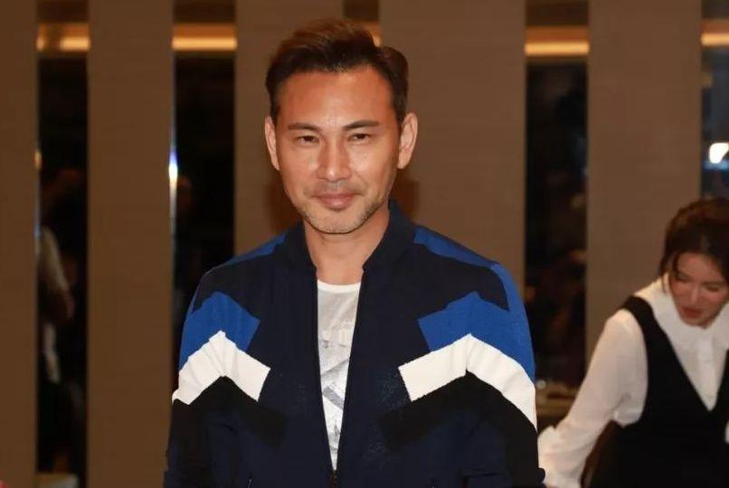 拍逃生戏份出意外!52岁TVB人气男神遭闸门砸头:当场受伤倒地