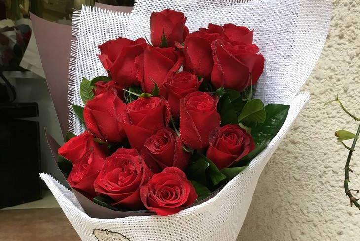 趣味测试:选择最喜欢的玫瑰花颜色,测这辈子谁无法把你忘怀呢?