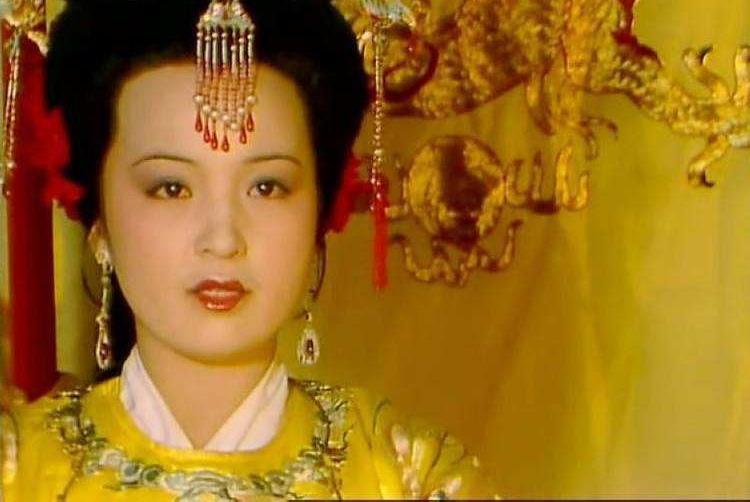 《红楼梦》中贾元春大摇大摆回家省亲,她在后宫之中真的得宠吗?