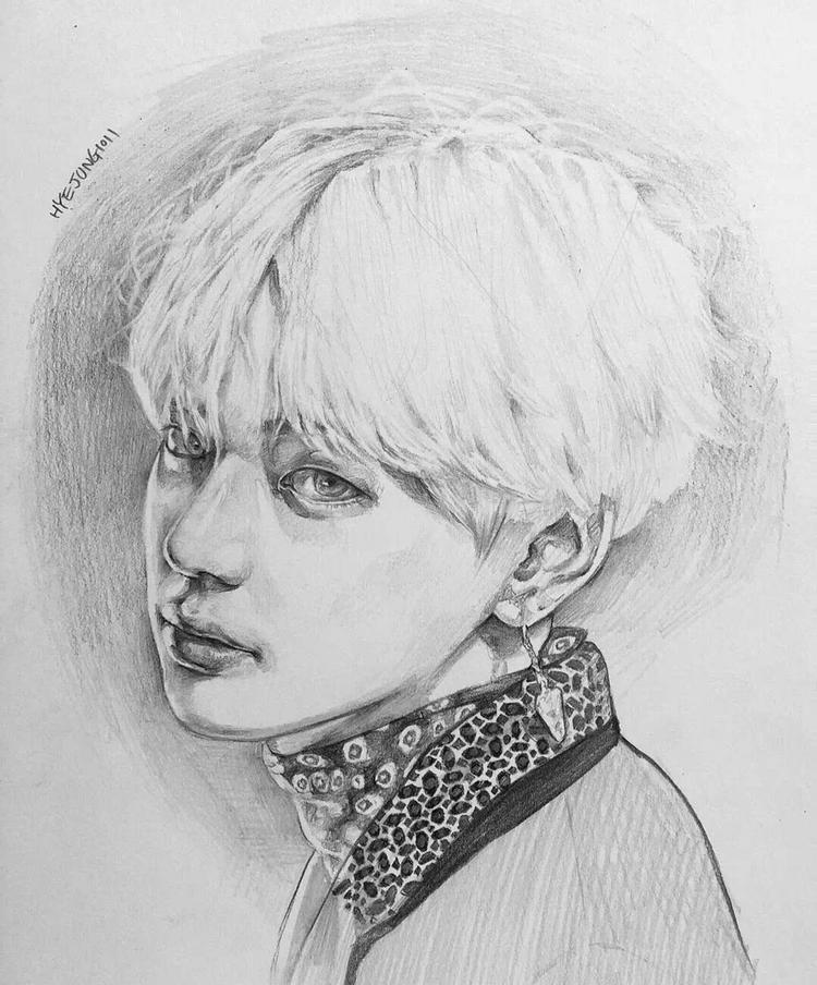 铅笔手绘,时尚帅气的韩系明星人物插画,侧颜的金泰亨.