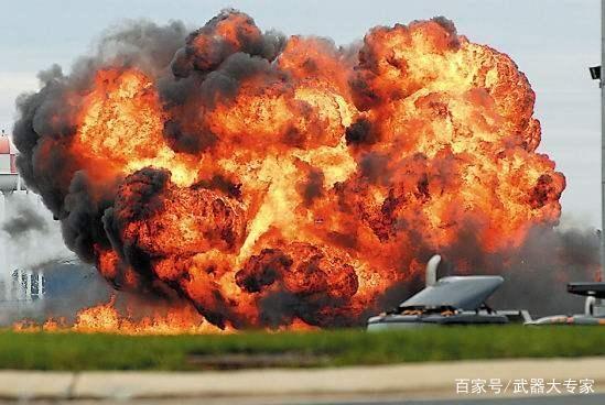 中国海军接收最新一代战机,吸引27国前来求购,连美军也虚心请教