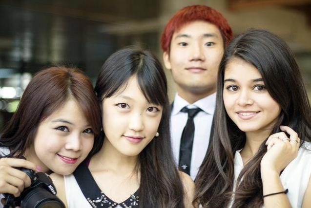 浅析:在美国,为何那么多亚裔女性无视同种族男性,只想嫁白人?