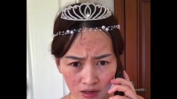 满脸痘痘的伴娘,化了个精致的妆,看完有点怀疑自己的眼睛