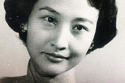 17岁的她嫁给了抗日名将,晚年还给丈夫纳小妾,最终皈依佛门
