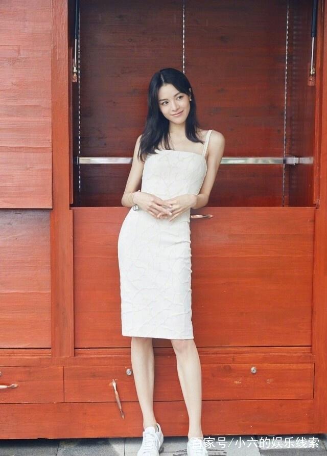微乳女��9ᢹ����Z�_电影《芳华》的女主钟楚曦,告诉你微乳女孩怎么穿好看