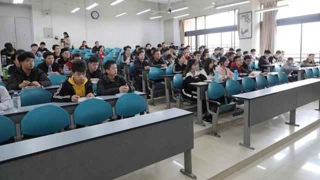 西电党委书记查显友、校长杨宗凯深入本科生课堂听思政课