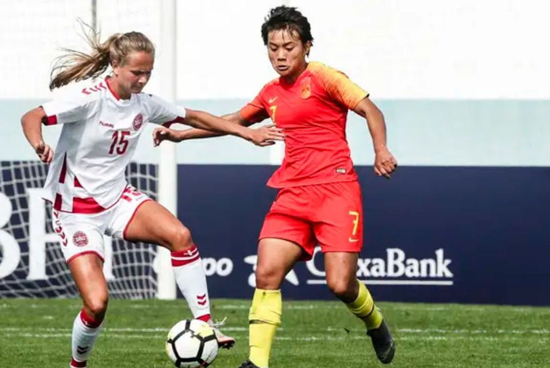 王霜带伤错失多次机会,阿尔夫联赛杯女足出局,世界杯前景堪忧
