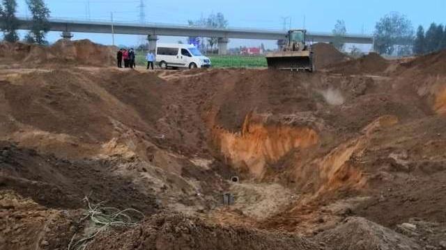 救出来了!郑州3岁男童坠入20米深井,被救出后紧急送医!