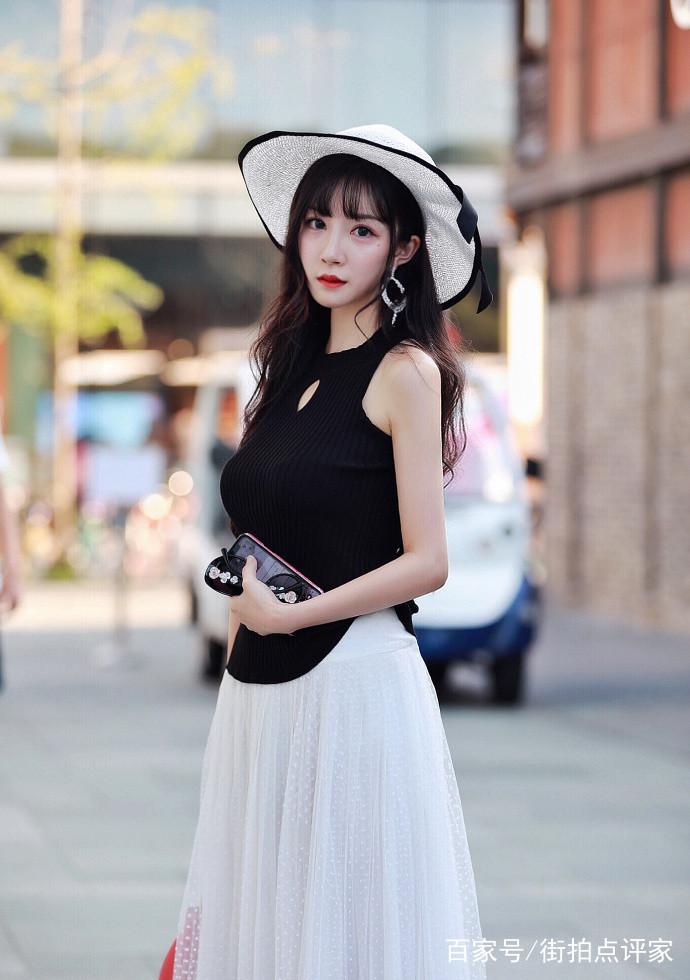 街拍:高颜值美女的出行穿搭,帅气又有女人味,气质完爆