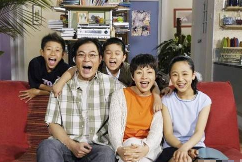 《家有儿女》中的穿帮镜头,这么多年都没人发现,网友:心疼杨紫