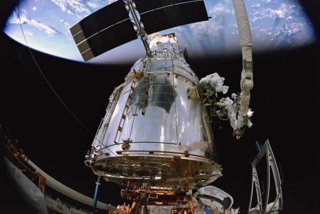 哈勃望远镜之后的最强望远镜,镜面直径6.5米,遮阳板大如网球场