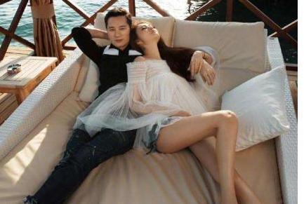 安以轩宣布怀孕,和富豪老公将迎来猪宝宝,赵丽颖劈叉梗又被重提
