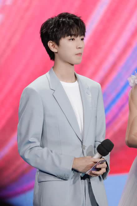 王俊凯首当登央视主持 主持,歌手切换自如图片