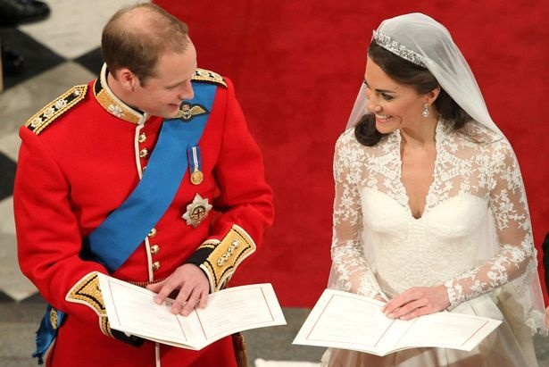 3个英国王子都靠同样3字让新娘点头,威廉说完这句凯特马上幸福笑