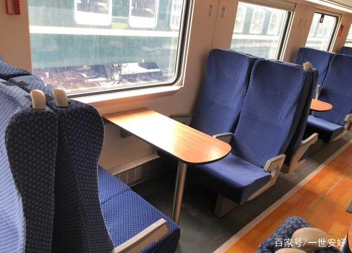 动车二等座有桌子吗_cr200j动力集中型复兴号动车组2人座位安排,对面坐,小圆弧桌子,充分