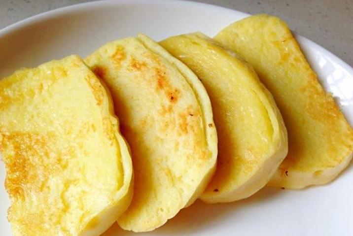 炸馒头片时,别再直接裹蛋液了,多加这一步,馒头外酥里嫩不油腻