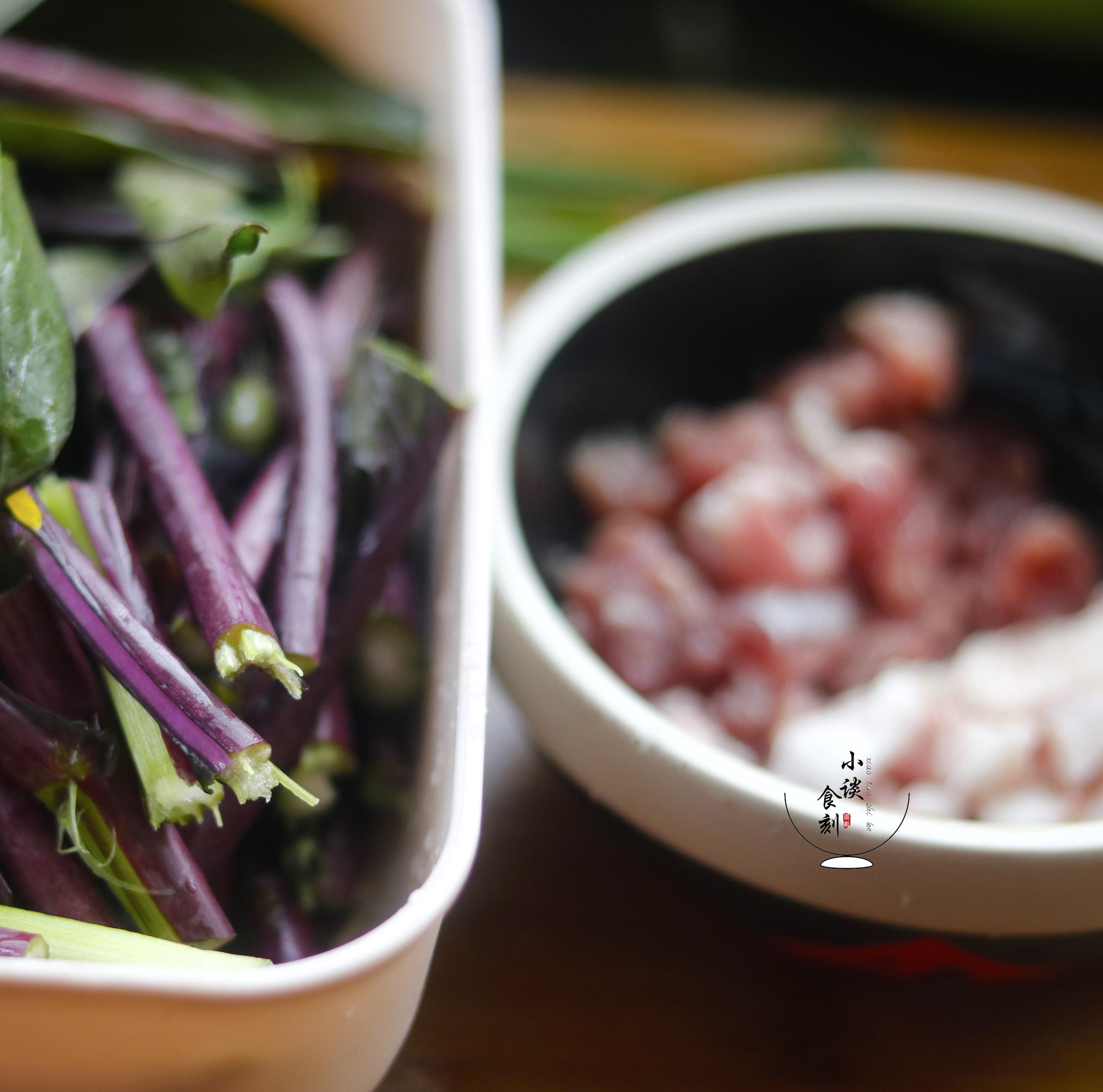 这菜立春后不吃可惜了,简单炒一炒,老香了,还利肠道、补肝明目