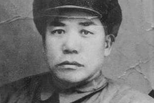"""他身高1米9,被称""""军中吕布"""",单挑砍死27个鬼子,晚年大笑猝死"""