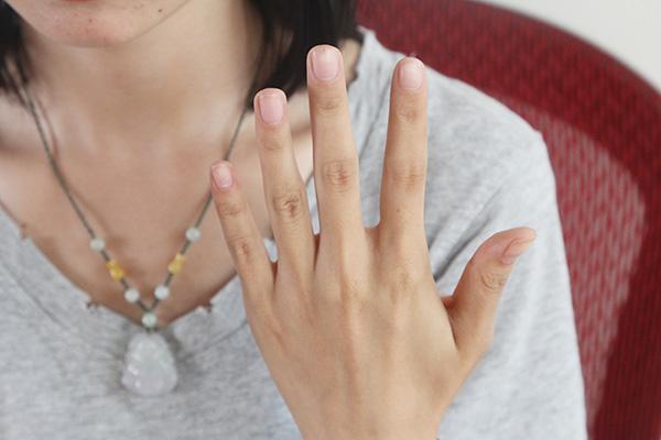 色人体高清_此外,正常人体指甲里应该是淡淡的粉红色,但是体内气血亏虚的人,手部