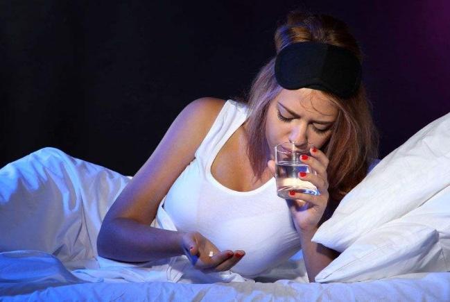 孕晚期晚上睡觉,出现这个生理情况不用怕,是胎儿发育快速的表现