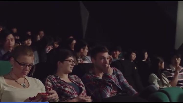 效果炸裂,香港影院尝试交互式电影,观众懵了