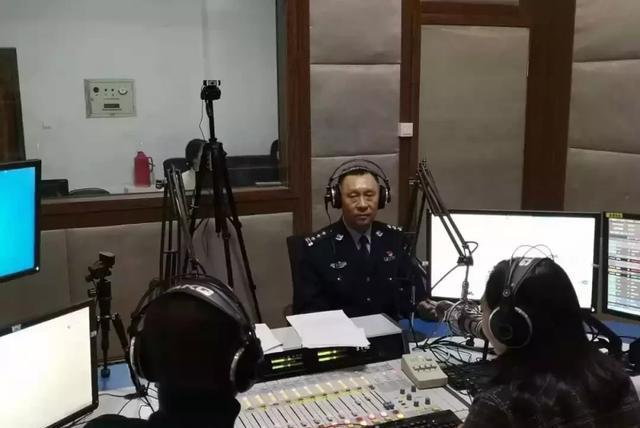 大同一交警大队长姚永生做客大同交通广播直播间共话道路交通安全