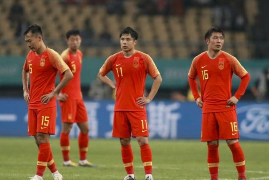 中国男足踢疯了!14分钟狂轰5球,对手门将被踢懵倒地无语