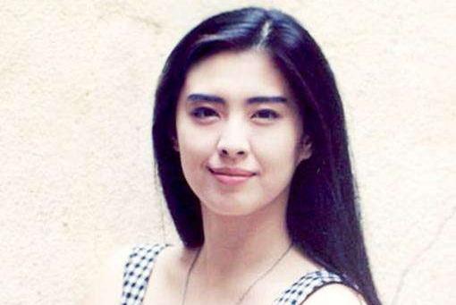 52岁王祖贤晒素颜照,承认即将步入老年,美人迟暮魅力依旧