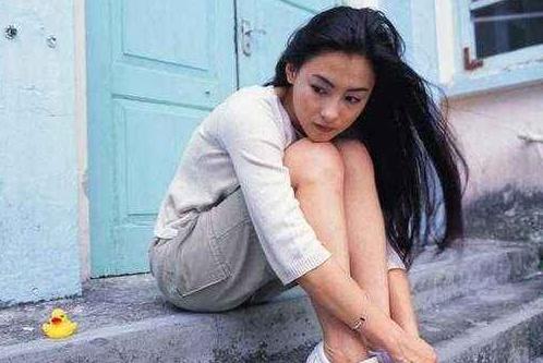 张柏芝与谢霆锋离婚多年,近日传出她对前夫的称呼,暴漏了人品