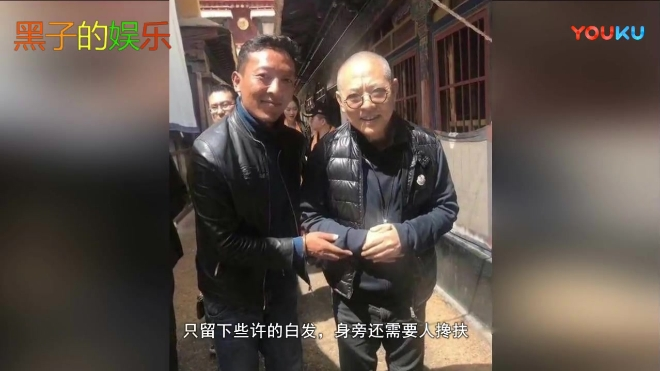 55岁李连杰苍老照疯传: 头发掉光 走路需人搀扶, 让人惊讶