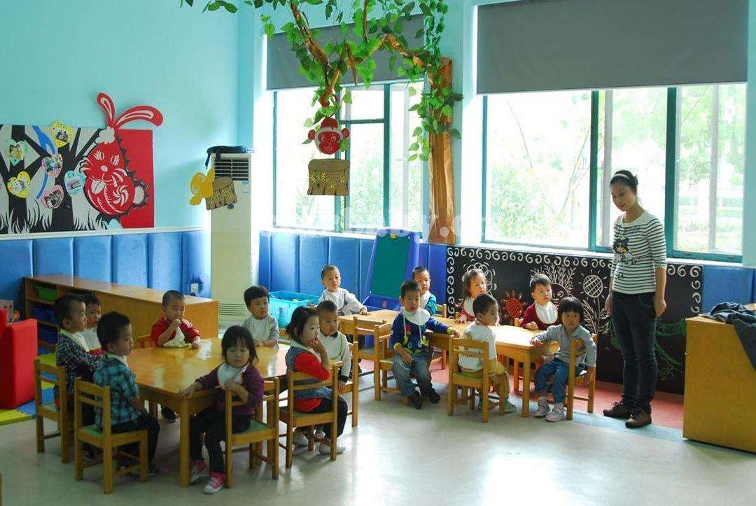 想知道宝宝在幼儿园是否过得好,家长要掌握窍门,赛过看监控