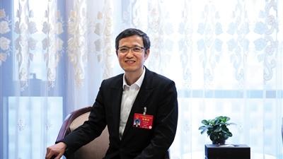 陈静瑜代表:建议免除儿科医学生学杂费