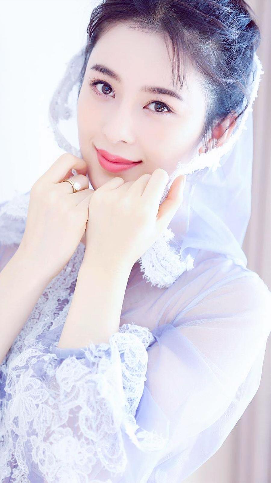 赵韩樱子唯美写真:漂亮的柳叶眉,一双含情的丹凤眼,妩媚而动人