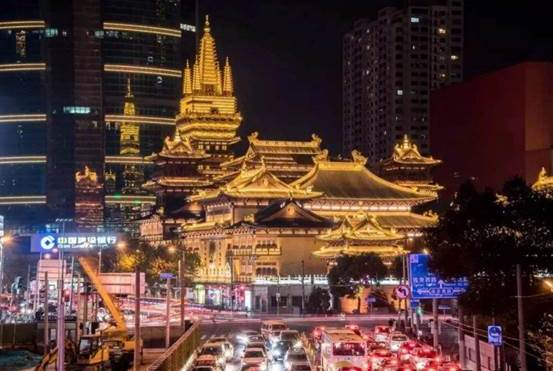 """中国""""硬气""""的古寺庙,矗立上海市区,地铁口还设在旁边"""