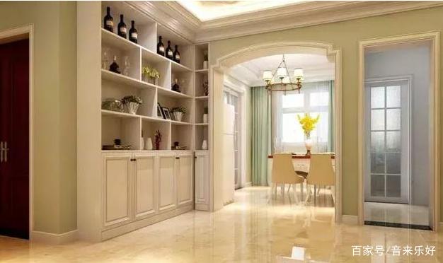 墙面以浅绿色为主要色调,可以让家变得更加清新自然。冷色调具有缩小的视觉效果,还可以让空间变得宽敞起来。墙壁使用铺满小碎花带图案的壁纸,颜色浅浅的不觉得太过于花哨。浅绿的墙纸,不仅具有很强的装饰性,而且还能呼应墙面的主题色调。  咖啡色的茶几、电视柜桌面,让整体简洁清雅的客厅不缺稳重与深沉的气息。