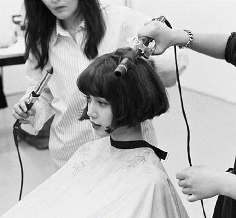 lisa晒短发造型引网友围观,这就是现实生活中的芭比娃娃吧!图片