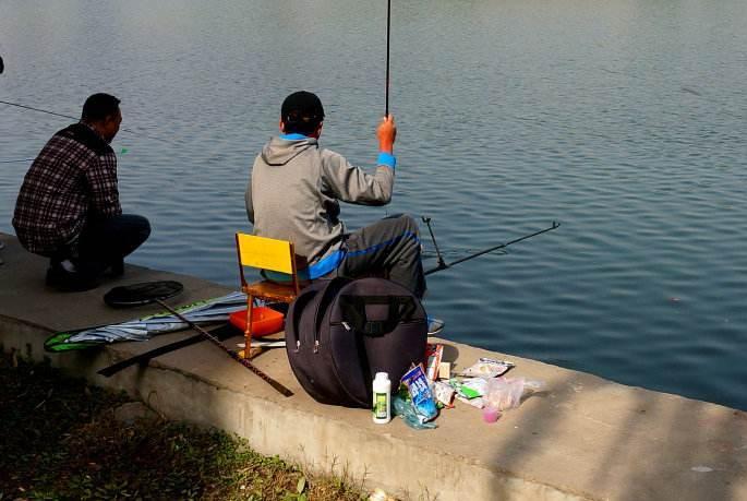 春天钓鱼,我最喜欢用这些饵料,每次下竿就有鱼咬,别提多过瘾!