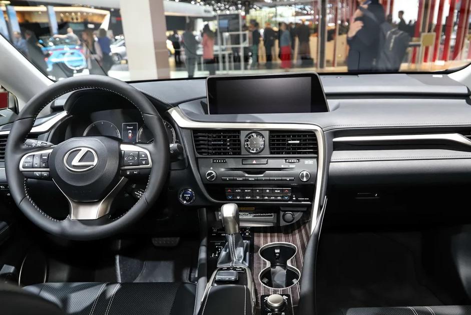 车重2.2吨,质量全球第一,一箱油可跑1000公里,国人排队买它!