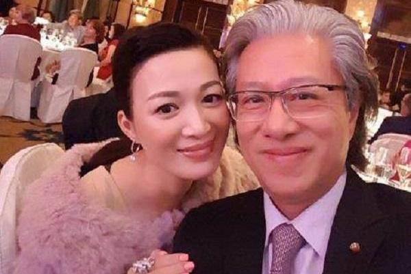 陈少霞挺孕肚录节目,8亿富豪老公全程陪同,一脸幸福肥变化明显