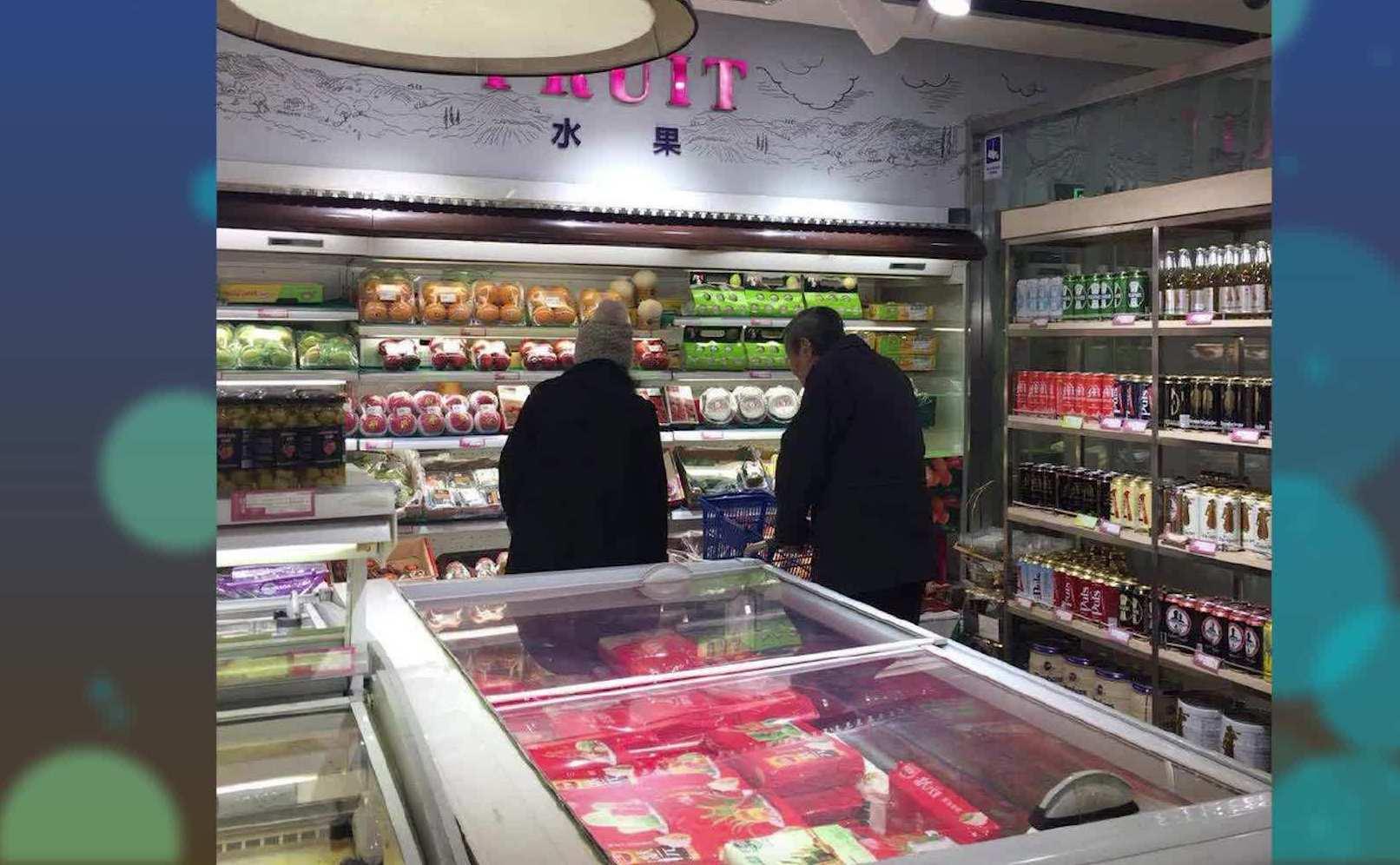 偶遇杨振宁和翁帆逛超市,网友:嫁给自己崇拜的男人是最大的幸福