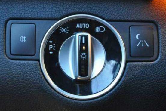 """虽然车内配置丰富,但这4个""""按钮""""请不要乱碰,否则会有麻烦事"""