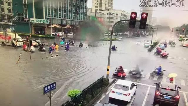 「海头条」海口发布暴雨红色预警!海南多市县暴雨大风来袭